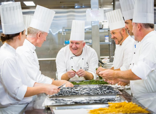 bcec-martin-latter-with-chefs001_lr